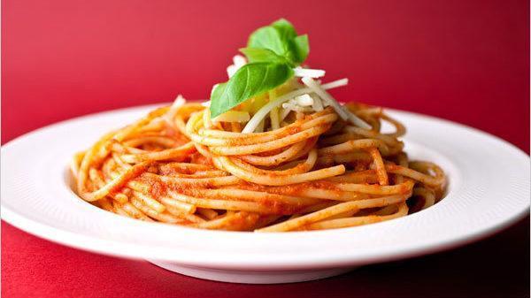 طرز تهیه پاستا خانگی با سس گوجه فرنگی مخصوص