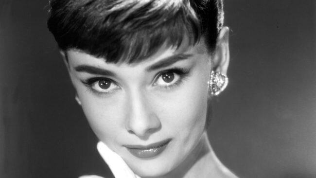 راز زیبایی آدری هپبورن چه بود؟ ، تأثیر آرایش در زیبایی چهره او