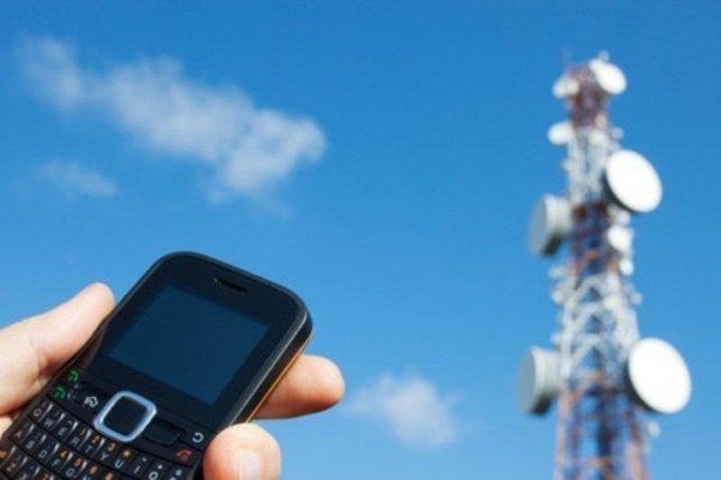 خبرنگاران تلفن همراه و اینترنت در کلات و درگز قطع شد