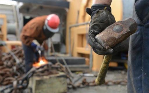 کارگر و کارفرما در حصار تامین اجتماعی ، پای حق بیمه قرارداد بر گلوی فراوری است