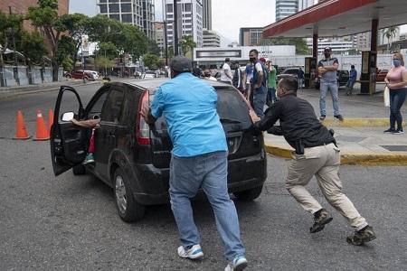 سهمیه بندی بنزین به ونزوئلا رسید